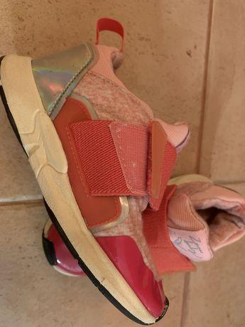 Продам кроссовки для девочки Zara kids 25