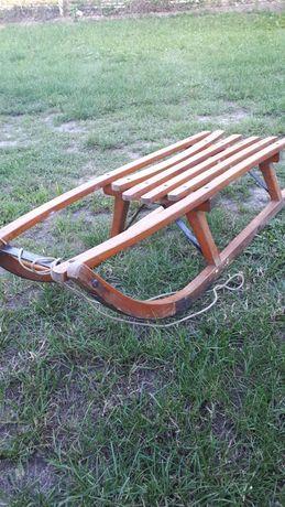 Stare zabytkowe sanki drewniane,