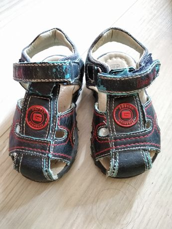 Sandały chłopięce r. 19 (dł. wkładki 12,5cm)