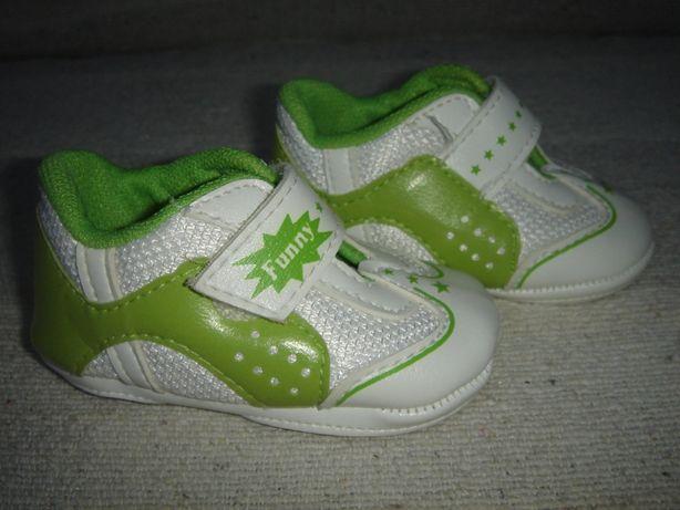 Śliczne addidaski-niechodki biało-zielone dla niemowlaka r. 1