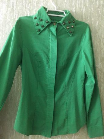 Рубашка зеленая с шипами
