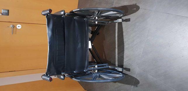 Cadeira de rodas larga