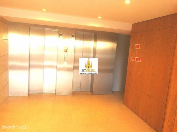 Apartamento T3 Oeiras com 150 m2, 2 Wcs e 2 Terraços
