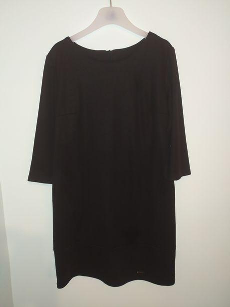 Czarna sukienka ołówkowa 44