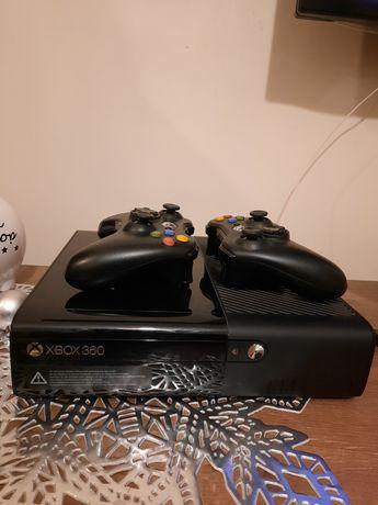 Xbox 360 E 500gb 2 Pady + gry