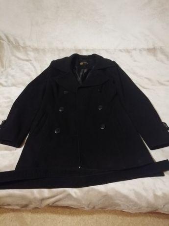 Продам женское, демисезонное пальто, чёрного цвета.