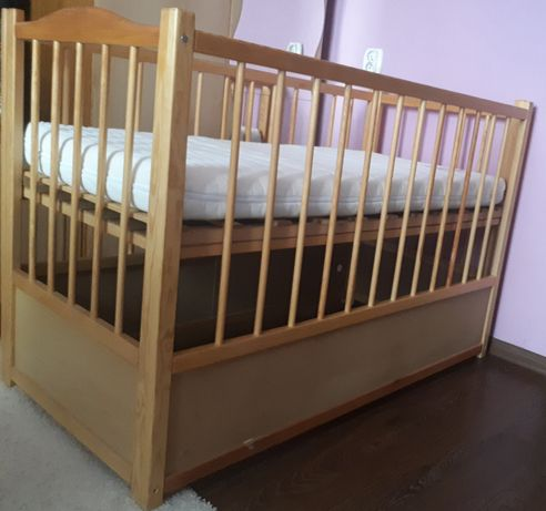 Łóżeczko z materacem