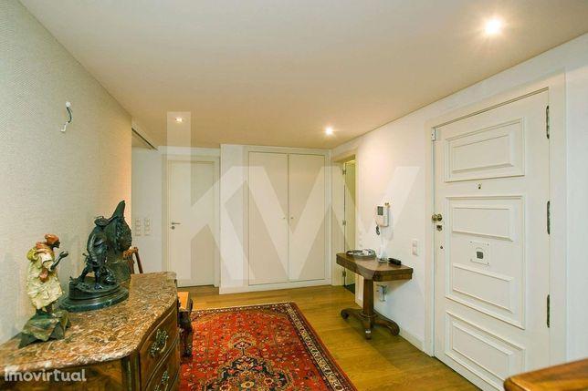 Apartamento T5 Com 300m2 Em Miraflores