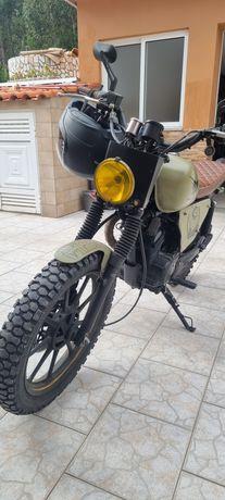 Yamaha YBR 125 - Café Racer/Scrambler