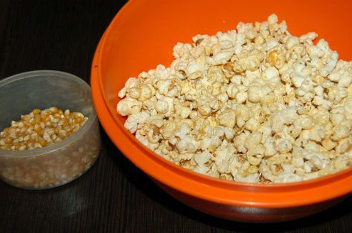 Попкорн, кукуруза для попкорна, зерна кукурузы, поп-корн, сухофрукты