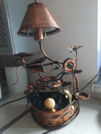 Fontanna miedziana z lampka