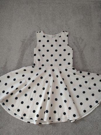 Biała sukienka w czarne kropki rozkloszowana 122 128 elegancka