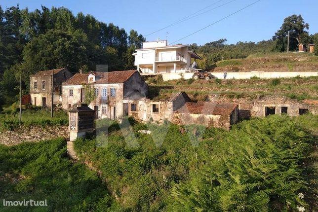 Quinta do Valado, com duas moradias em ruina e 4.000m2 de terreno