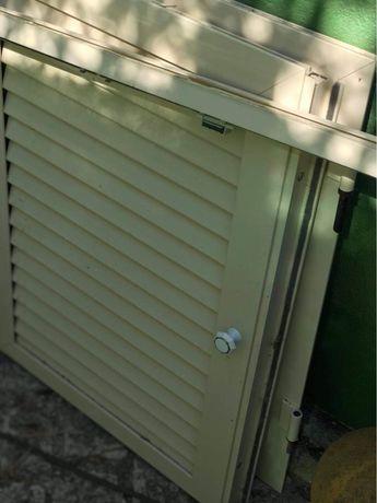 Portas de movel em aluminio creme.