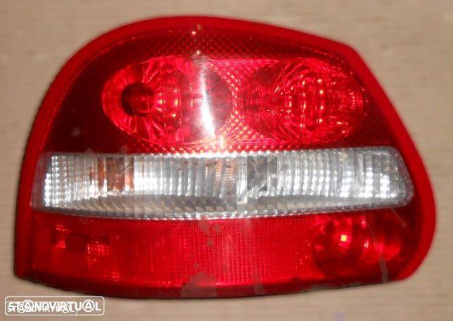 Farolim esquerdo para Jaguar X-Type carrinha (2004)