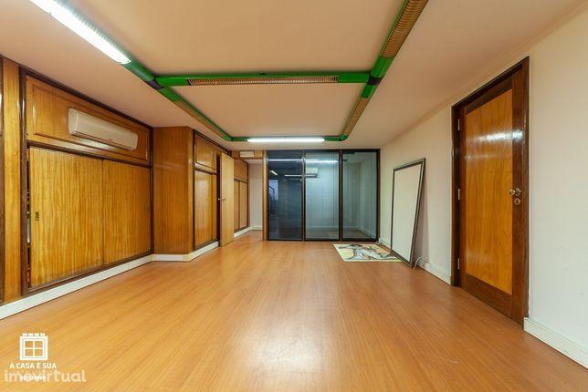 Loja Comercial com 2 pisos em Ovar