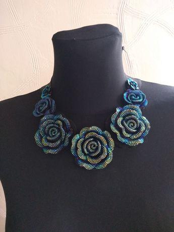 Kolia, naszyjnik, niebieskie kwiaty.