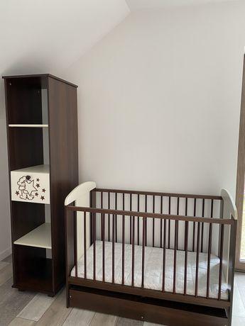 Łóżeczko niemowlęce plus regał