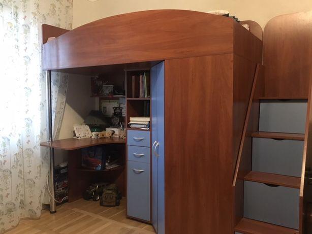 Кровать-чердак с лесницей и столом