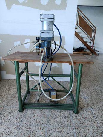 Máquina de colocação de ilhos