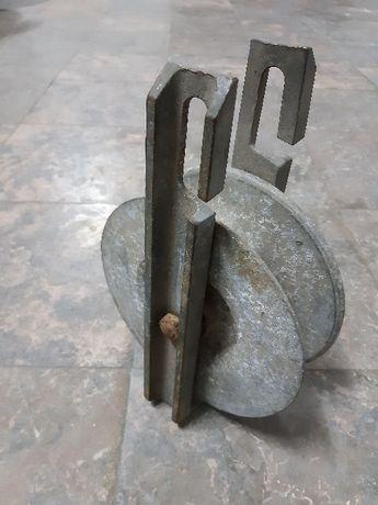 Roldana Grande em metal