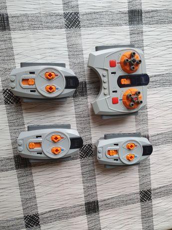 Cztery piloty Lego
