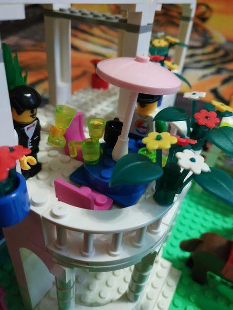 Продам конструктор лего для девочек