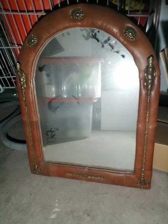 Mesa e espelho tipo antigo