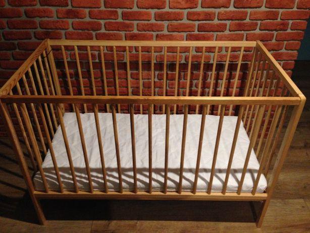 Łóżeczko dziecięce drewniane brązowe z materacem