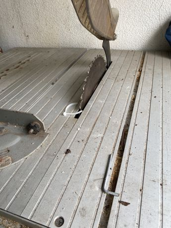 Mesa de corte de madeira