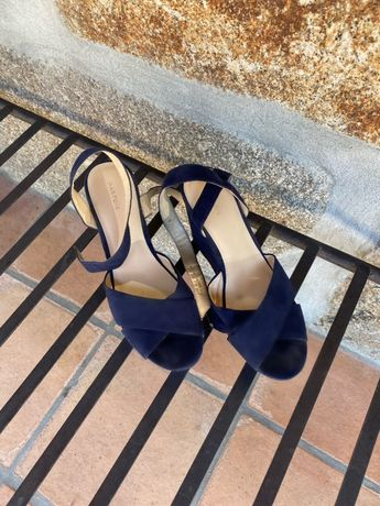 Sandálias com salto alto