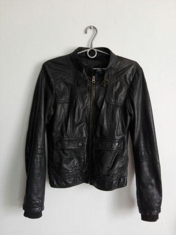 Czarna skórzana kurtka S-M