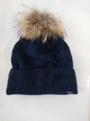 Очень красивая зимняя шапка на девочку