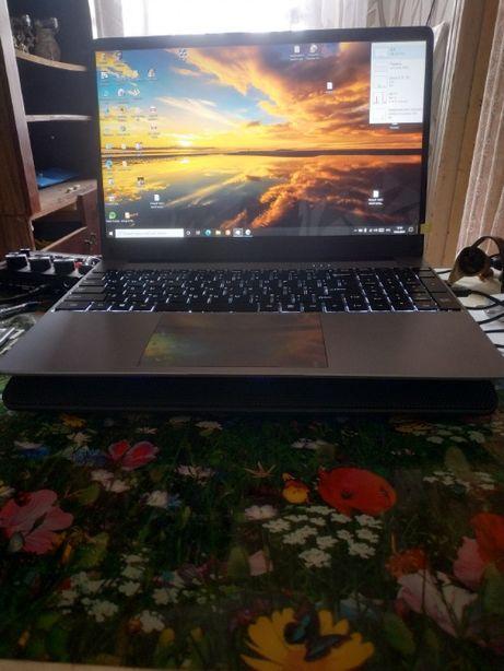 Продам ноутбук Default string американский мегатренд игровой!