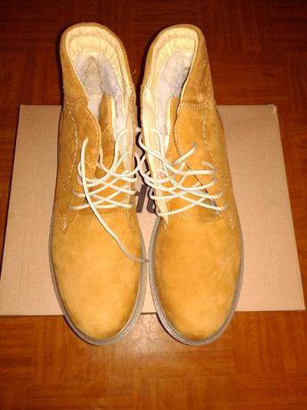 Новые замшевые зимние ботинки