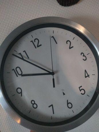Zegar ścienny, metalowa obudowa, szkło na tarczy