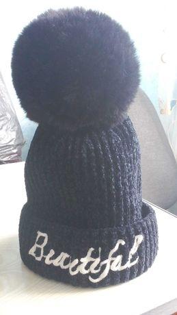 Продам теплую шапку для девочки.
