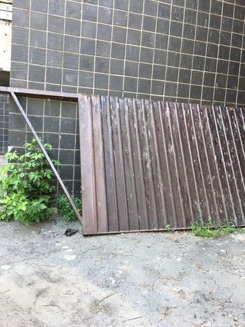 Продам откатные ворота с калиткой.