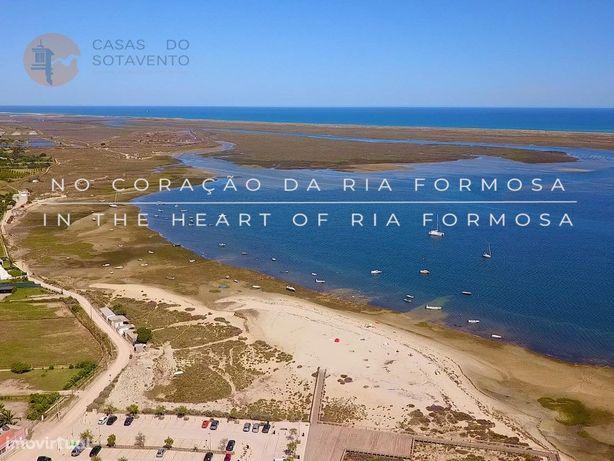 Moradia V4 na com vista da Ria Formosa a estrear com piscina