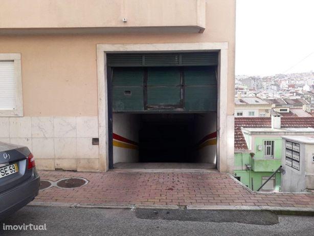 Garagem ampla - Brandoa (Amadora)