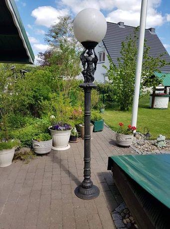 Żeliwna lampa ogrodowa