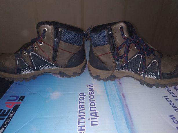 Ботинки на мальчика 21.5