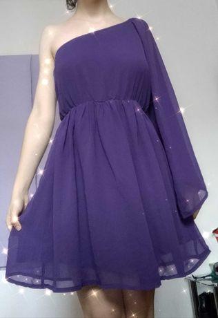 Sukienka rozkloszowana na jedno ramię fioletowa elegancka