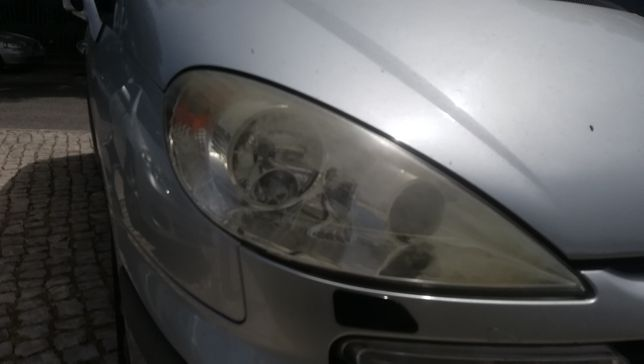 Peugeot 807 2.2HDI 2004 - Vendo óptica de Xenon da frente