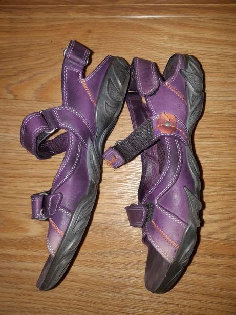 Продам женскую летнюю обувь