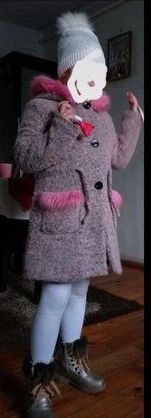 Płaszczyk dziewczęcy różowe futerko 134