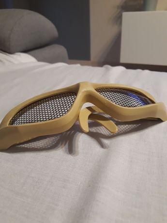Okulary i kask do zabawy