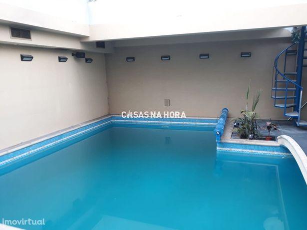 Moradia T5 c/ piscina interior