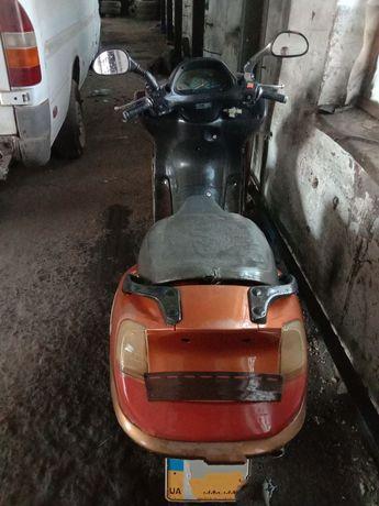 Скутер 150 марки HUATIAN HT150T-15