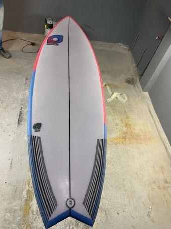 Prancha de surf nova 5.7